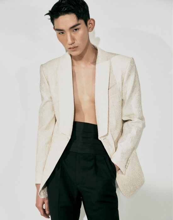 WHITE-GOLD PATTERN TUXEDO JACKET